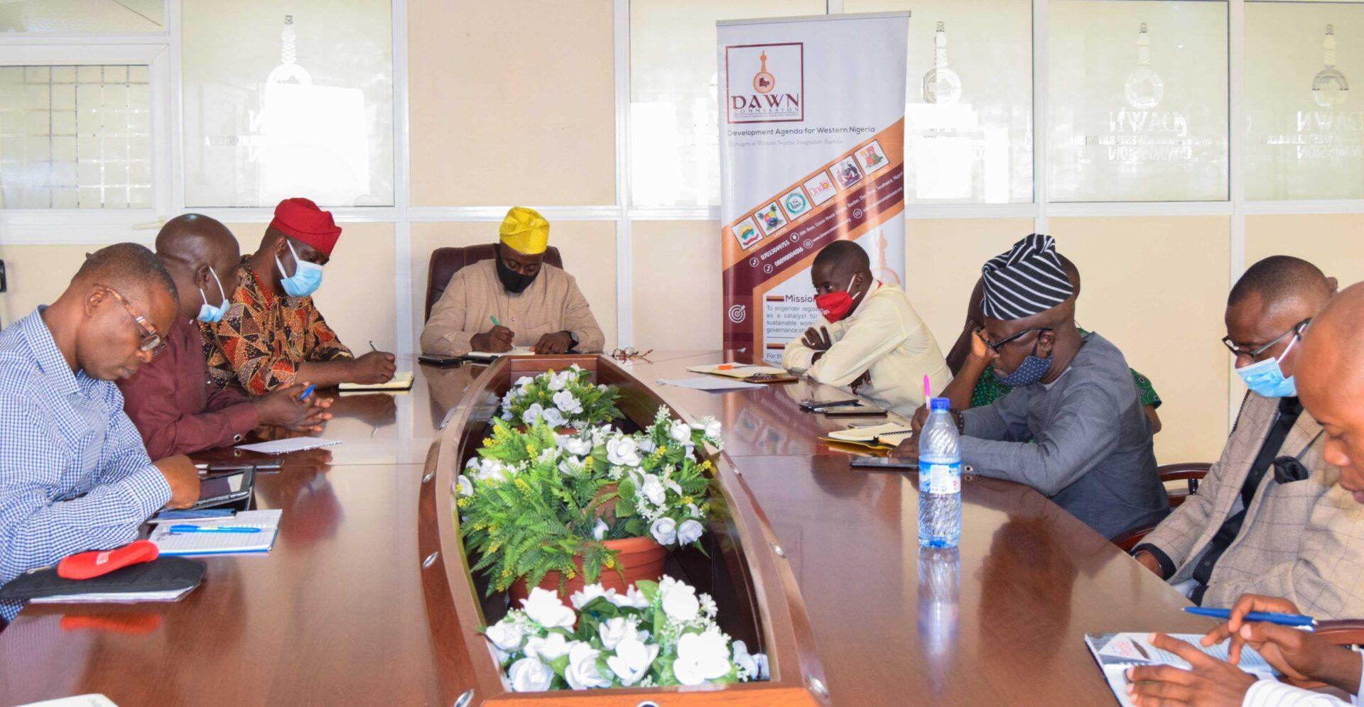 DG Seye Oyeleye receives Southwest Newspaper Editors 4